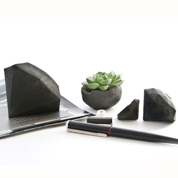 SDark Grey Concrete Diamond Sculpture Set of 3 by PASiNGA