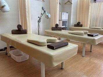 京都市中京区烏丸にある畠鍼灸院整骨院はお子様連れOK、子育てベテランママスタッフが平日午前は対応します。