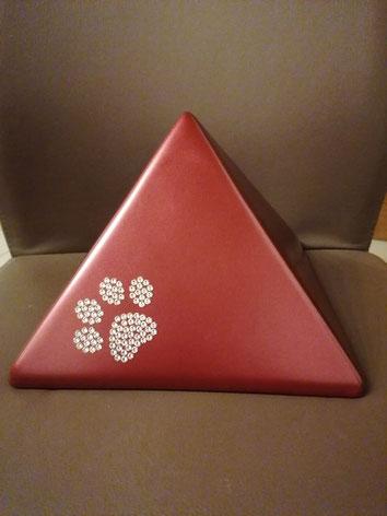 9.) Pyramide mit Pfote aus Swarovski Kristallen für Tiere bis ca. 30 kg - 138€