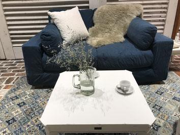 Rachel Ashwell Shabby Chic の家具を揃えました。スプリングがしっかりしていて、すわり心地が良く、一度すわるとお話がとまらなくなる魔法のイス( *´艸`)