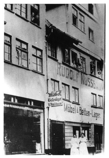 Das Haus der Nussbaums (wahrscheinlich vor dem Ersten Weltkrieg) (Stadtarchiv Kassel S 17)