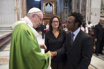 """""""Amb el papa Francesc durant la missa que va celebrar pels refugiats i els emigrants el 6 de juny de 2018"""""""
