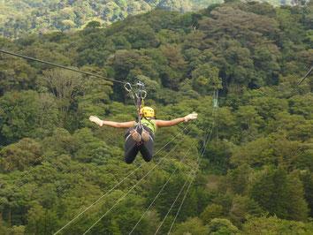 Disfrute de Canopy Extremo en Monteverde viajando desde La Fortuna