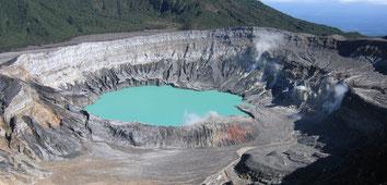 Visite Volcán Poás en ruta durante su traslado desde San José a La Fortuna Volcán Arenal