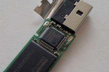 USBメモリの制御ドライバチップ