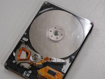 劣化したハードディスクの写真
