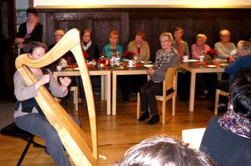 Auftritt Sterntaler-Harfe kfd Rietberg, Märchen erzählen und Harfenmusik, Michaela Brinkmeier