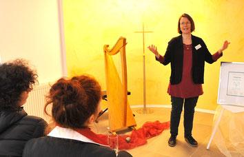 Tag der offenen Tür Bestattungen Gössmann Holzwickede Märchen und Harfe Michaela Brinkmeier Sterntaler-Harfe