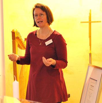 Tag der offenen Tür Bestattungen Gössmann, Märchenerzähler Harfenspieler Michaela Brinkmeier, Erzähler Märchen Harfe