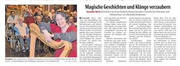 Märchenerzählerin und Harfenspielerin Michaela Brinkmeier beim Auftritt im Altenzentrum in Bielefeld.