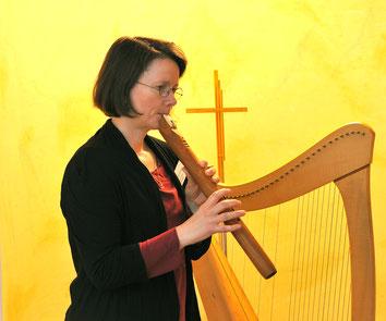 Michaela Brinkmeier Märchenerzählerin Harfenspielerin Flöte Bestattungshaus Gössmann Holzwickede Tag der offenen Tür
