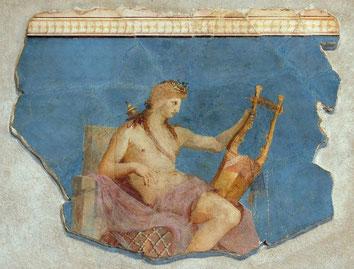 Apollon citharède, fresque romaine du Ier siècle, Musée du Palatin. Source : Wikipedia, Domaine public.