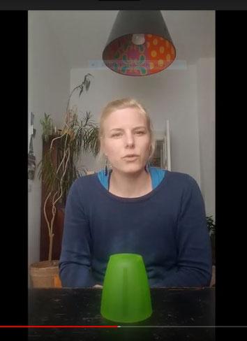Cup-Song mit Frau Vollmert