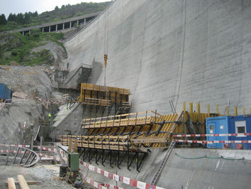 Reinforcement of dam concrete