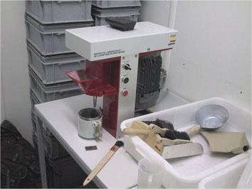 Brechbarkeits- und Abrasivitätsapparatur