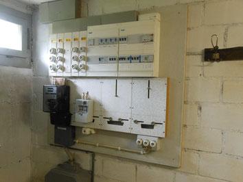 Elektroverteilungen (erstellt vor 1990) bestehen oftmals aus asbesthaltigen Montageplatten, Schrankauskleidungen usw.