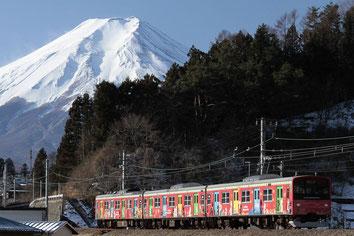 「富士急行線からの富士」<全紙> 昨年一月富士急行大月線での霊峰富士とのコラボです。