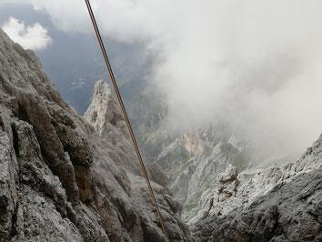 Abstieg Spigolo del Velo, nach dem dritten Abseilen
