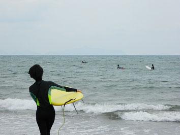 マイボード初おろしのHKちゃんも感触を試しに海へ~!