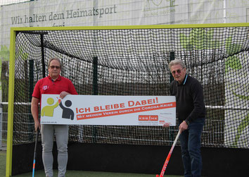 v.l. Hans-Jürgen Becker (Vorsitzender TuS Iserlohn Hockey), Günther Nülle (KSB MK)