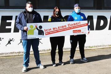 v.l. Domenico Musella (Trainer 1.Mannschaft)  Jessica Kosch (Abteilungsleiterin Fußball)  Markus Hildebrandt (sportlicher Leiter - Abteilung Fußball)