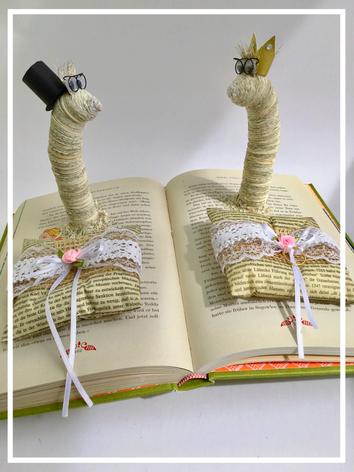 """Kundenauftrag: Brautpaar mit Ringkissen aus Papier auf dem Lieblingsbuch der Braut """"Dschungelbuch"""" von Kipling, 130,00€"""