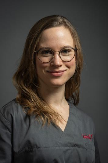 Dentist Hannah Schröter