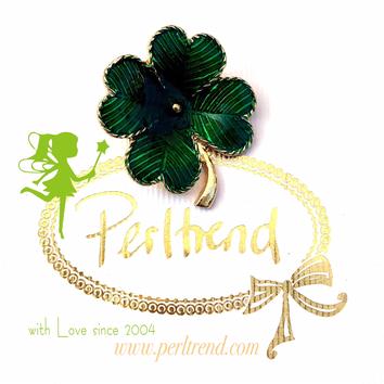 www.perltrend.com Brosche Kleeblatt Glücksbringer grün vierblättrig  goldfarben  Trend Brooch Schmuck Jewellery Jewelry Ansteckschmuck Perltrend Luzern Schweiz Onlinesho