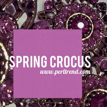 www.perltrend.com Trendfarbe Spring Crocus Frühjahr 2018 fashion color trend report spring flower pink brosche brooch Perltrend Luzern Schweiz Schmuck Jewellery Onlineshop