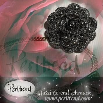 www.perltrend.com Ansteckschmuck Broschen schwarz anthrazit Crystals Crystal Blume Flower Petite Fleur Noir Schmuck Perltrend Luzern Trend Hut Accessoires Brooch chic Schweiz Onlineshop