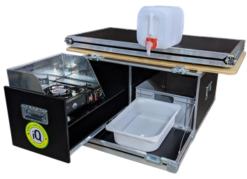 """iQ-Campingbox """"G-Klasse"""" geöffnet mit Wasserkanister, Bettkonstruktion, Windschutz und Kocher"""