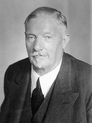Der Motoren-Erfinder Franz Xaver Lang im Alter von 74 Jahren, fotografiert im Jahr 1947