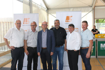 Zum sehr informativen Polit-Talk an der Riga 18 trugen bei: Ernst Dobler, Bruno Cozzio (Moderator), Nicolo Paganini (OLMA-Direktor), Daniele Ventaglio (Riga-Chef), Cornel Egger, Sepp Sennhauser. (von links)