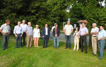 Im Rahmen ihrer Betriebsbesichtigungen informiert sich die FDP über die Arbeitsweise eines Bauernhofes in der Metropole Ruhr.