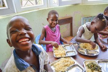 Dank der Unterstützung aus Deutschland müssen die MiRO-Kinder kein Hunger leiden.