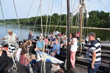 sortie-insolite-balade-bateau-Loire-degustation-vins-mets-Touraine-Vallee-Loire-Amboise-Tours-Chaumont-Vouvray