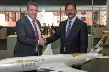 David Kerr, Senior VP Etihad Cargo and VK Mathews, Executive Chairman IBS at iCargo signing - courtesy Etihad
