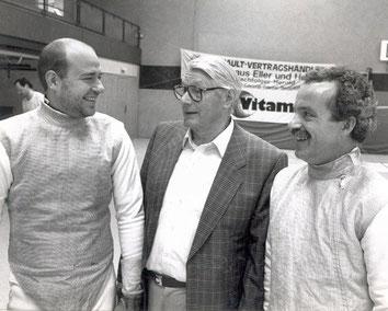In der Mitte: OFC-Ehrenvorsitzender Wilhelm Herrenpoth.
