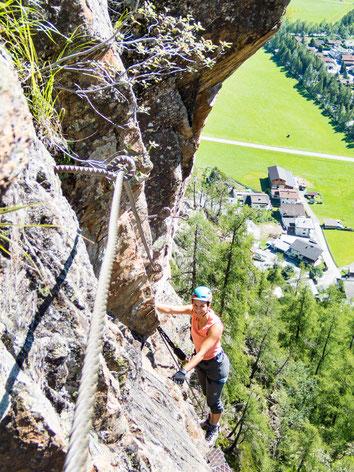 Tolle Tiefblicke am Jubiläumsklettersteig Lehner-Wasserfall