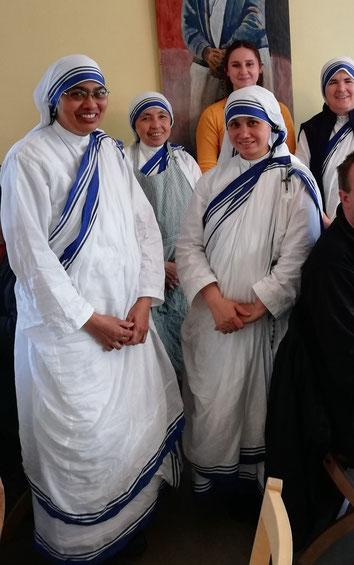 Sara und die Mutter Teresa Schwestern in Reykjavik