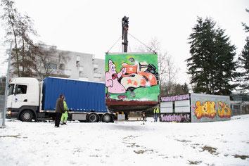 Alle Container auf einem Foto: links der neue, in der Mitte der alte Lagercontainer, rechts die Büro-Container
