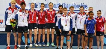 Les français posent avec leurs médailles