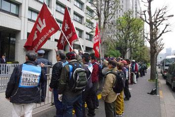 春闘集中行動で厚生労働省に「仕事を出せ」とせまる全国の寄せ場労働者