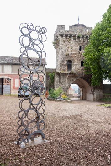 Sculpture monumentale en acier réalisée par Michel Laurent. Sculpture qui s'intègre parfaitement dans les jardin et espaces verts