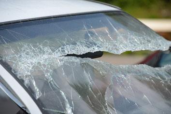 Über ein Fünftel der bei Straßenverkehrsunfällen in Deutschland getöteten Pkw-Insassen war 2015 laut Umfrage des Deutschen Verkehrssicherheitsrates (DVR) nicht angeschnallt (Foto: pixabay.com / blickpixel)