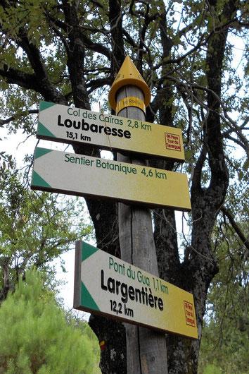 Randonnée sur les Chemins de Pays ou sur les Chemins de Grandes Randonnées.