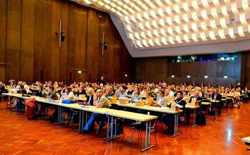 Beim Symposium im Pfalzbau Ludwigshafen gab es das Neueste zu den aktuell relevanten Therapien bei Hautkrebs kennenzulernen. (Foto: conventus)