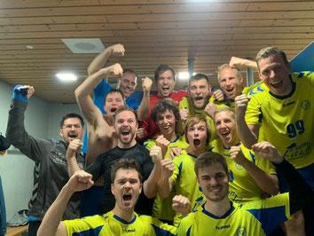 Herren 2 feiern nach dem Sieg! Foto: SFE Freiburg