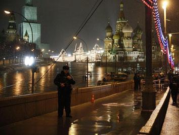 Auf der großen Moskwa-Brücke am Kreml wurde Nemzow von hinten erschossen. Foto: Sergei Ilnitsky