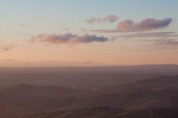 Sonnenuntergang über der Crete, Toskana
